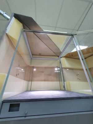 Горизонтальная мобильная витрина на тумбе 500*500*1700